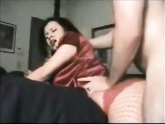 Брюнетка в колготках просит начать домашний секс с лизания попы и партнёр суёт язычок в анус