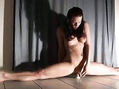 krasivoe-video-vzroslih-zhopastih-gimnastok-rolik-trahnul