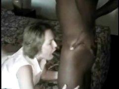 Желая чёрный член зрелая жена в домашнем межрассовом порно изменила мужу с негром
