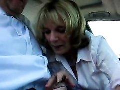 Зрелая пассажирка на видео о первого лица сосёт член водителя в салоне авто