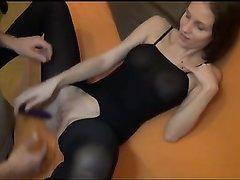 Немка дрочит клитор и сосёт член на свидании ради любительского анального секса
