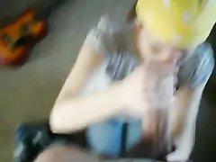 Красотка с косой в интимном видео с буккакэ от первого лица уверенно работает ртом