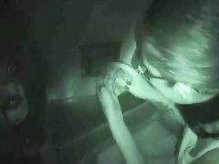 Любительский минет красотка делает через отверстие в стене и это снято на видео