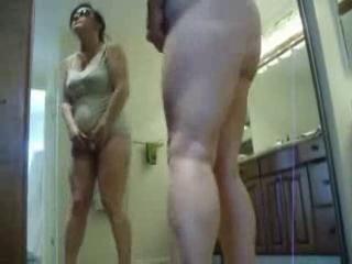 Съемка скрытой камерой мастурбации зрелой женщины, парень уговорил подругу на секс втроем порно видео