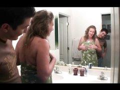 Грудастая и зрелая дама в любительском видео сосёт и стонет от куни от молодого парня