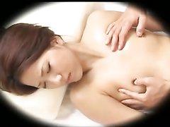 Домашнее видео со скрытой камеры с азиаткой и озабоченным массажистом