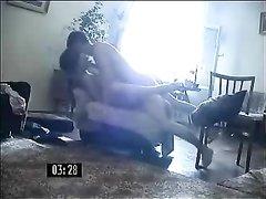 Страстный домашний секс русской парочки на диване и на полу снят скрытой камерой