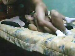 Молодая пара в любительском порно показывает завидную резвость в постели
