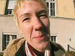 Немецкой блондинке в домашнем анальном видео сделали римминг и кончили внутрь в попу