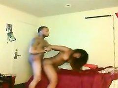 Любительское негритянское порно снимает скрытая камера в номере отеля