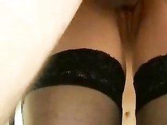 Шлюха в чулочках довольна качеством домашнего секса с нежным клиентом