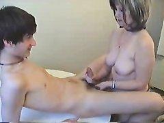 Русской зрелой дамочке нужен минет и любительский секс с молодым коллегой