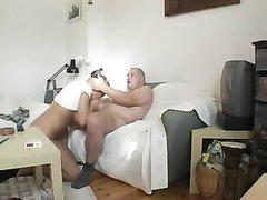 Блондинка крупным планом дрочит розовую киску перед любительским сексом