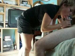 Молодой мастер по ремонту люстр не отказал зрелой клиентке в домашнем сексе
