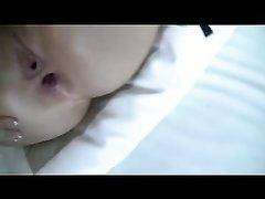 Анальное проникновение в попу брюнетки в домашнем видео снято идеально