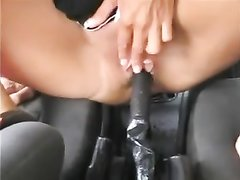 Авто леди для любительской мастурбации вместо секс игрушки использует рукоятку