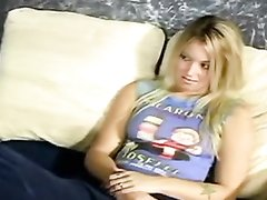 Загорелая блондинка яростно долбится в домашнем видео с взбудораженным парнем