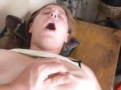 Аппетитной толстухе в анальном любительском порно щедро кончили внутрь