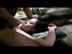 Японка в домашнем порно сосёт член похотливого партнёра до окончания в рот