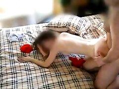 Молодая русская брюнетка просит зрелого партнёра о домашнем сексе с риммингом