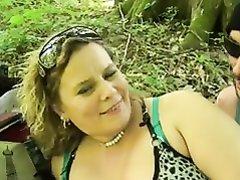 Сладкая толстуха в порно на природе стонет от члена в киске и вибратора в попе