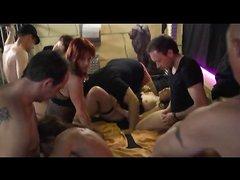 Групповое любительское порно со свингерами, пришедшими на оргию парами