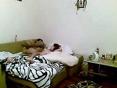 Лучший домашний порно хардкор в супружеской постели снимает скрытая камера