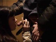 Волосатая киска русской студентки в любительском видео встретилась с членом соседа