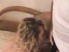 Ухоженная дама в групповом любительском порно совершила супружескую измену