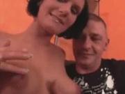 Блудливая брюнетка встретилась с горячим любовником для секса с минетом