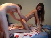 Жаркое видео с домашним интимом молодой пары, осваивающей новые позиции