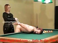 Женское доминирование в порно со зрелой госпожой, наказывающей любовника