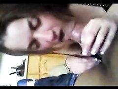 В жёстком любительском видео от первого лица белая дама сосёт толстый член негра