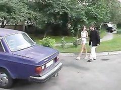 Домохозяйка на улице нашла партнёра для шикарного анального секса и привела к себе