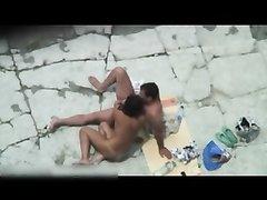 Случайный групповой секс двух русских парочек на безлюдном пляже вечером