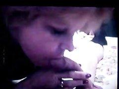 Домашняя глубокая глотка от зрелой женщины снята на видео от первого лица