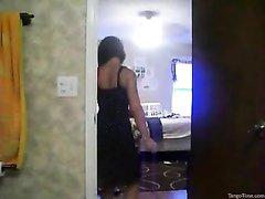 Знойное любительское порно со стриптизом на вебкамеру от молодой и фигурной леди