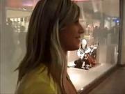 Гламурная немка в любительском видео ловко отсасывает и раздвигает ноги