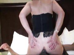 В попу зрелую британку в анальном домашнем видео трахает стройный негр