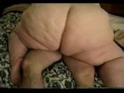 Достойный ловелас в домашнем видео лижет киску толстухе с огромной попой