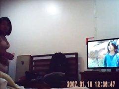 Белый парень снял домашнее порно с тайской проституткой прыгающей на члене