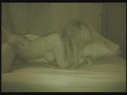 За супружеской парочкой в постели подглядывают и снимают домашнее видео