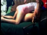 В новом домашнем порно беззаботная парочка трахается перед вебкамерой