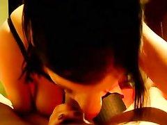 Видео минета от первого лица сделанного зрелой и грудастой домохозяйкой