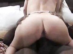 Белая домохозяйка предпочитает страстный секс с большим негритянским членом