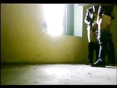Итальянская красотка на видео трахается с любовником в положении стоя