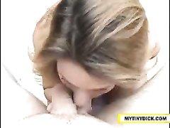 Любительский минет на видео от зрелой красотки с силиконовыми сиськами