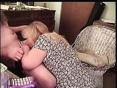 Толстая домохозяйка засветилась в интимном видео с ненасытным поклонником