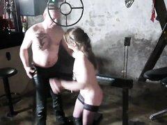 В видео с БДСМ любовник связал красотку в чулках и кнутом шлёпает по попе