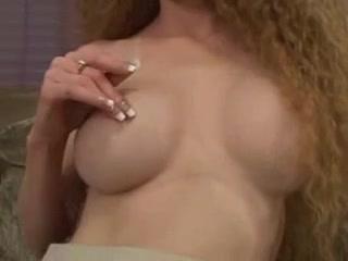 Идеальная мастурбация волосатой киски в домашнем порно с вибратором от рыжей леди